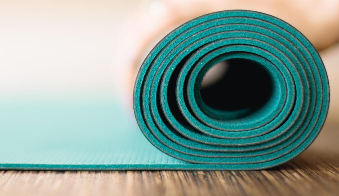 Yogamatten Test Das sind die besten Matten für Yoga Übungen   ÖKO ...